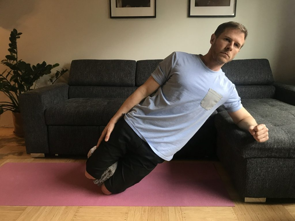 Adapted side plank exercise
